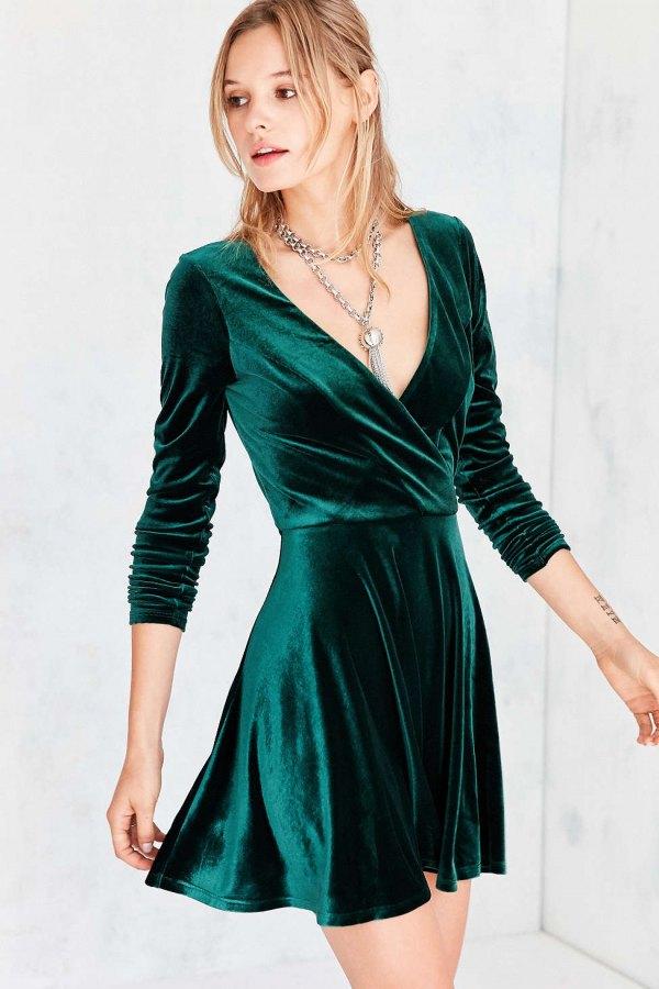 d483d9575d2d How to Wear V Neck Dress  15 Gorgeous Outfit Ideas - FMag.com