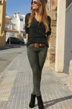 black long sleeve t shirt green skinny jeans
