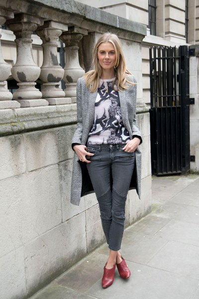 long blazer print t shirt grey jeans