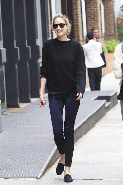 black sweatshirt with skinny jogger pants