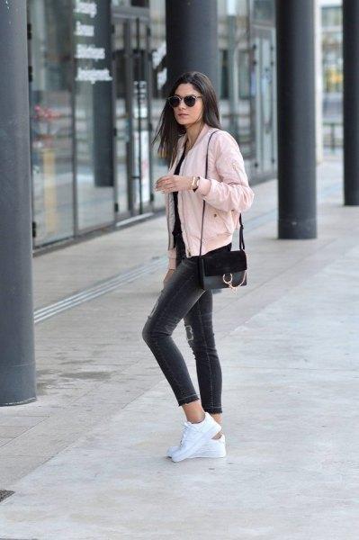 black tee grey cropped skinny jeans
