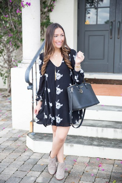black v neck printed swing dress