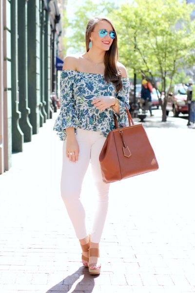 floral bell sleeve top white skinny jeans