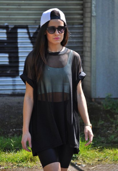 oversized short sleeve black mesh top pencil skirt