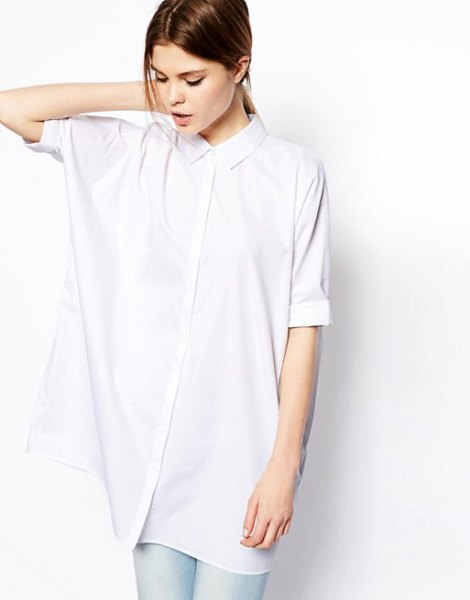 white oversized batwing shirt pale blue skinny jeans