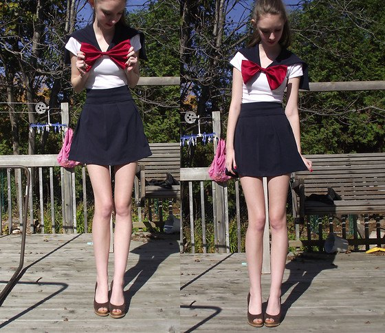 big red bow black flared mini shorts