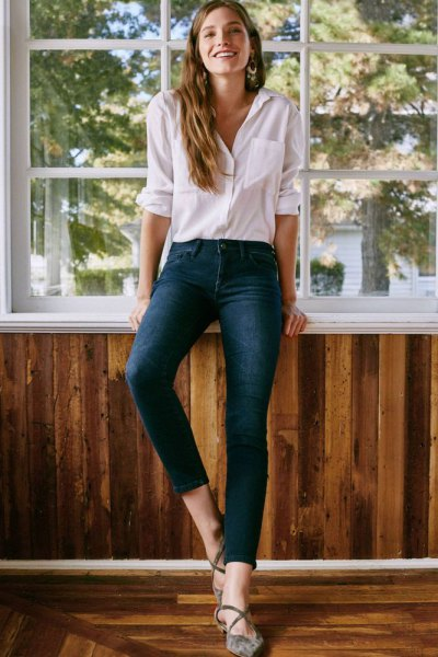dark blue skinny ankle jeans white button up shirt