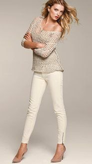 grey one shoulder knit sweater white skinny jeans