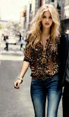 leopard print silk blouse washed skinny jeans