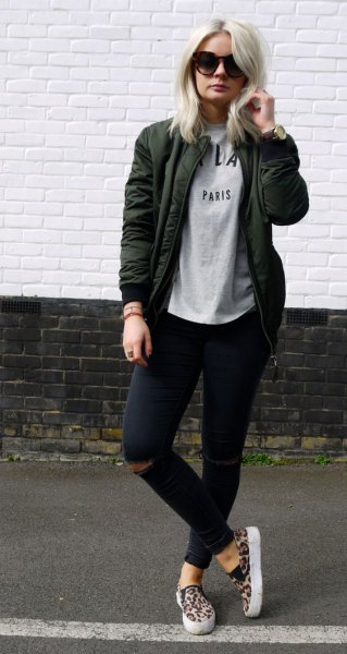 light grey print tee black ripped skinny jeans