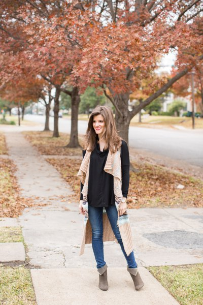 blush pink long sweater vest black blouse jeans