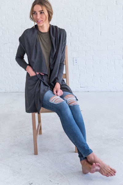grey hooded cardigan with ripped skinny jeans