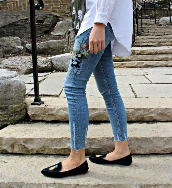 white boyfriend shirt embroidered light blue sknny jeans