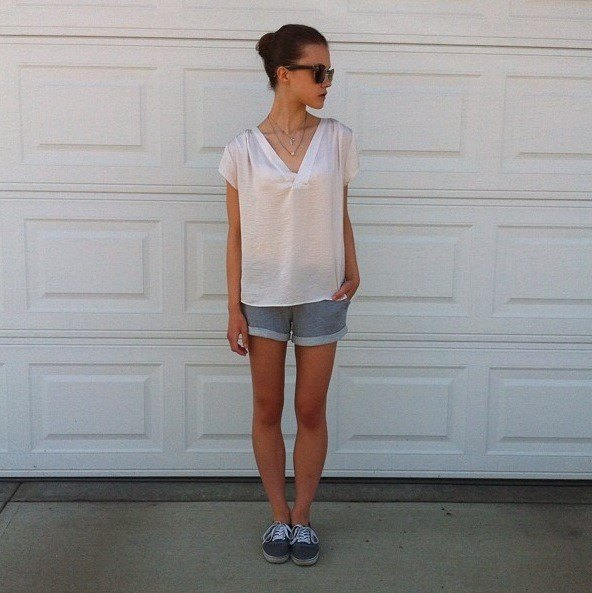 white oversized v neck tee grey cuffed jogger shorts