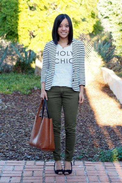 white print tee green skinny jeans