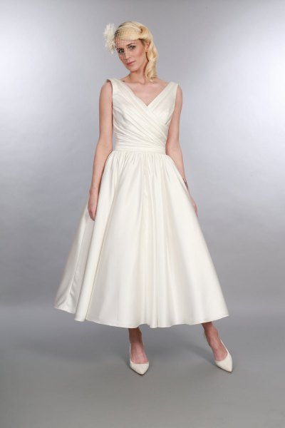 white v neck maxi 1950s style maxi swing dress