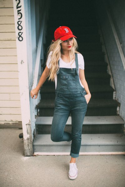 white v neck t shirt with grey cuffed skinny denim overall