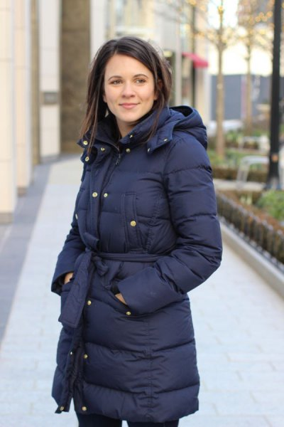 black tied waist puffer coat with black skinny jeans