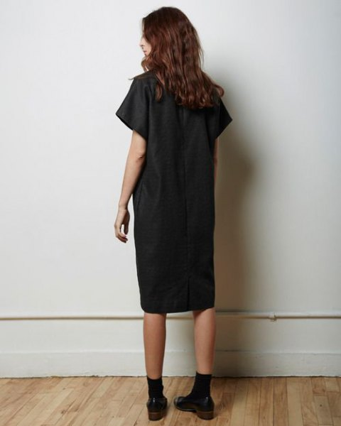 black tunic dress with crew socks oxford shoes