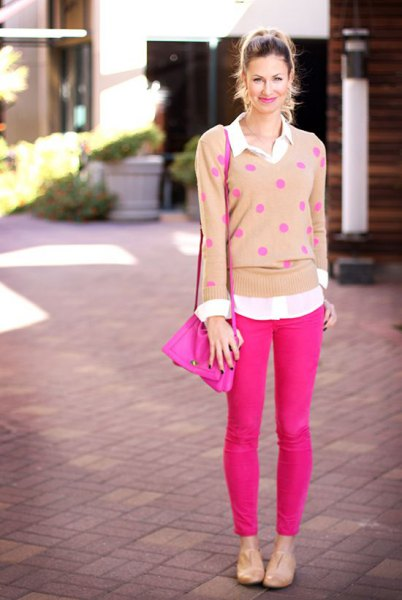 blush polka dot sweater with neon pink skinny jeans