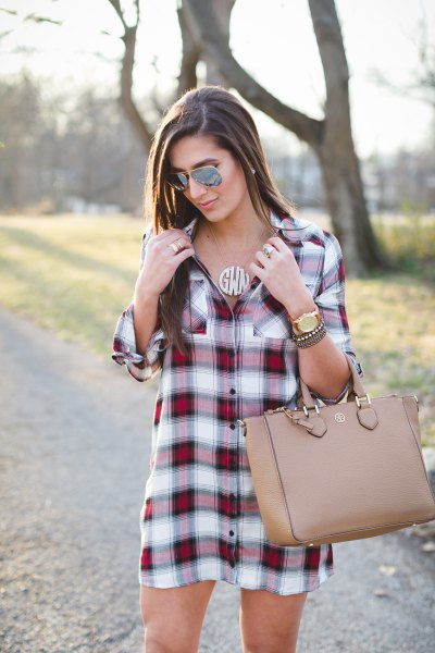 burgundy and white plaid tunic with pink leather purse