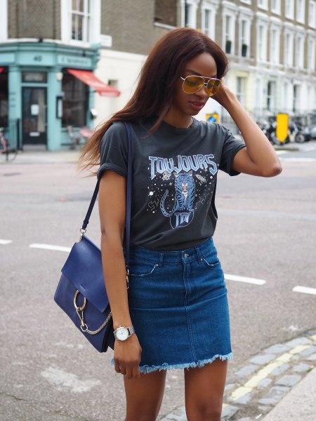 grey print tee with blue mini high waisted denim skirt
