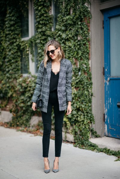 grey tweed boyfriend blazer with black skinny jeans