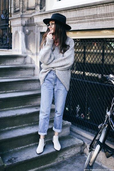 heather grey chunky sweater and black felt hat
