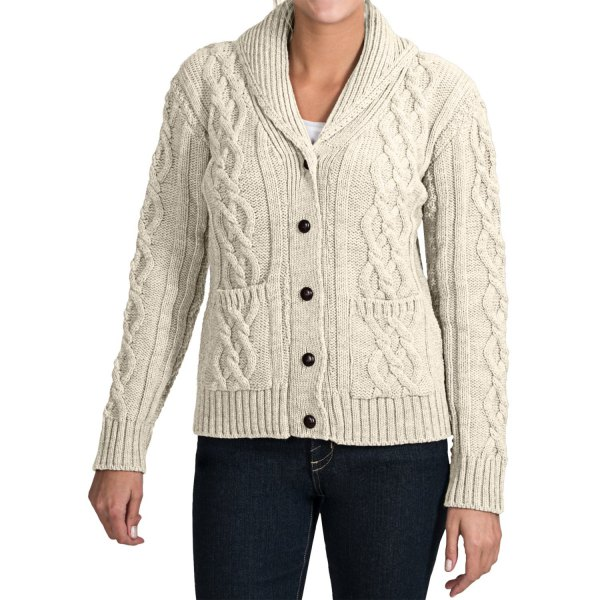 white cable knit sweater cardigan with black skinny jeans