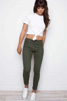 white knotted t shirt with olive green cropped skinny jeans