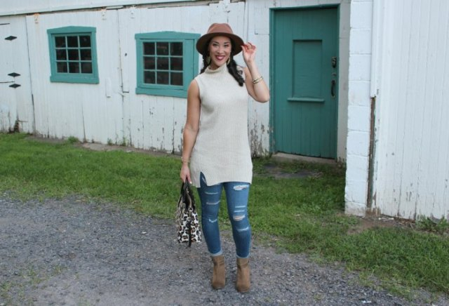 white sleeveless mock neck ribbed tunic sweater with brown hat