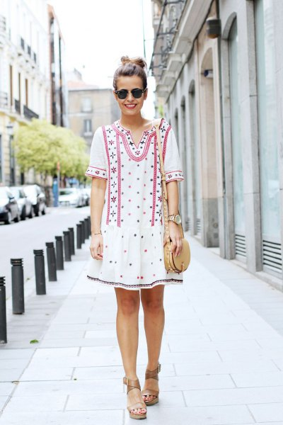 white tribal printed short sleeve tunic dress with sandals