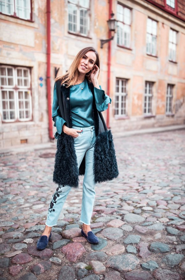 28280d251d 15 Ladylike & Attractive Silk Blouse Outfit Ideas - FMag.com