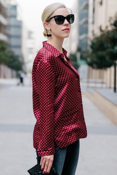black and red polka dot button up shirt with skinny jeans