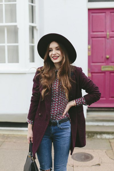 black and white printed blouse and blue skinny jeans
