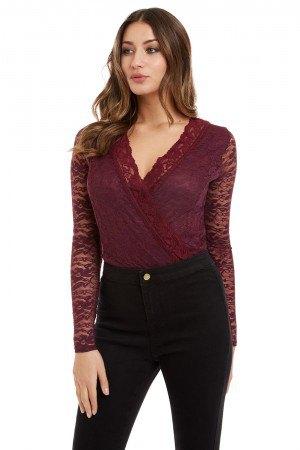 burgundy lace v neck blouse with black skinny jeans