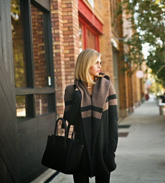 grey and black color block sweater coat with skinny jeans