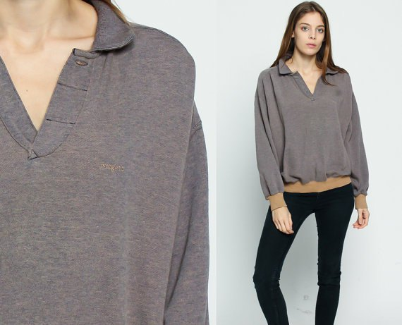 grey collared v neck sweatshirt with black skinny jeans