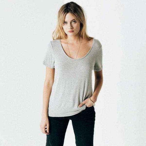 grey scoop neck tee with black skinny jeans