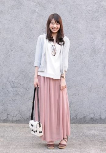 grey three quarter sleeve hooded cardigan with blush pink maxi skirt