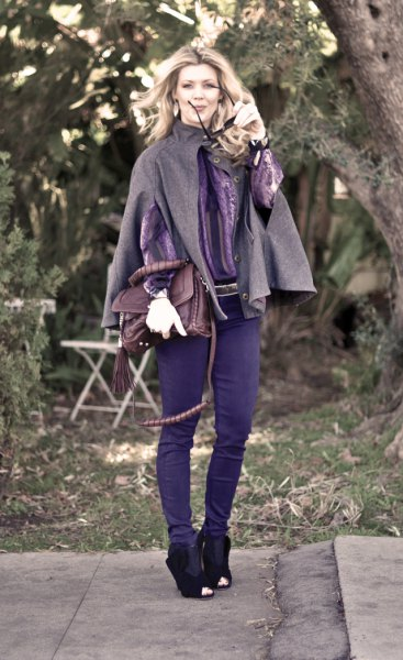 grey wool cape with skinny jeans and ankle boots