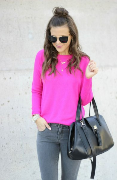 hot pink fitted sweater with grey skinny jeans