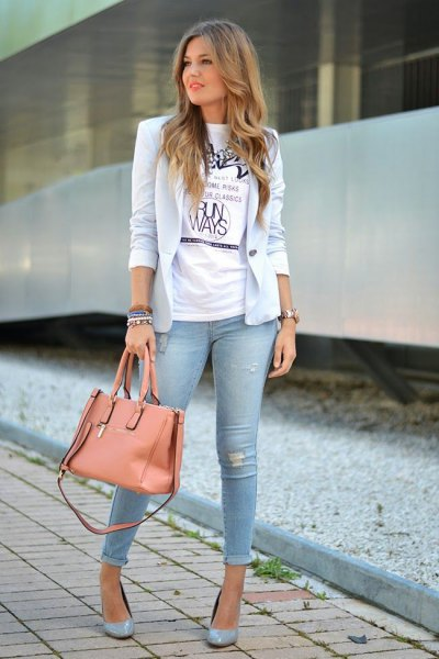 light blue blazer with white print tee and cuffed skinny jeans