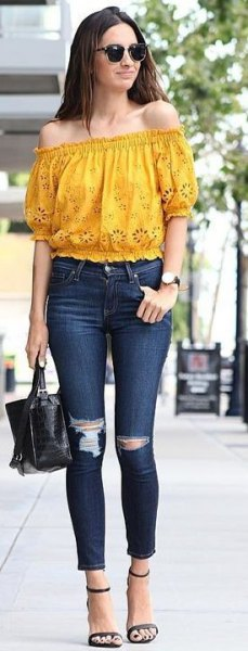 mustard yellow off the shoulder top with skinny jeans