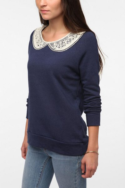 navy lace collared sweatshirt with skinny jeans