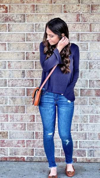 navy long sleeve tee with blue skinny jeans