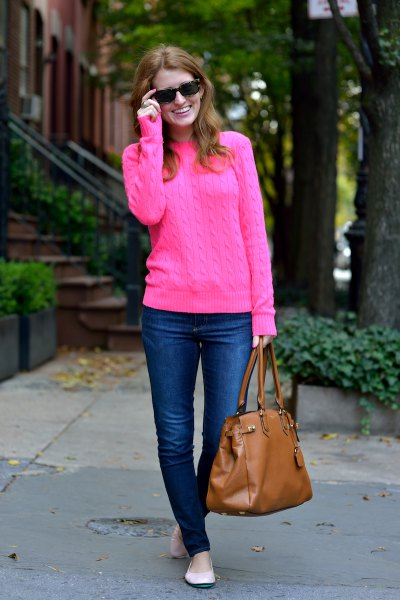 pink cable knit sweater with blue skinny jeans and brown leather purse
