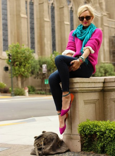 pink chunky sweater with teal linen scarf and skinny jeans