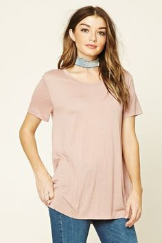 pink t shirt with grey suede choker and skinny jeans