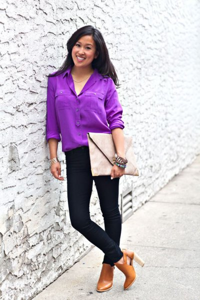 purple button up blouse with black skinny jeans